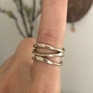 Jewelry - Sterling wavy ring
